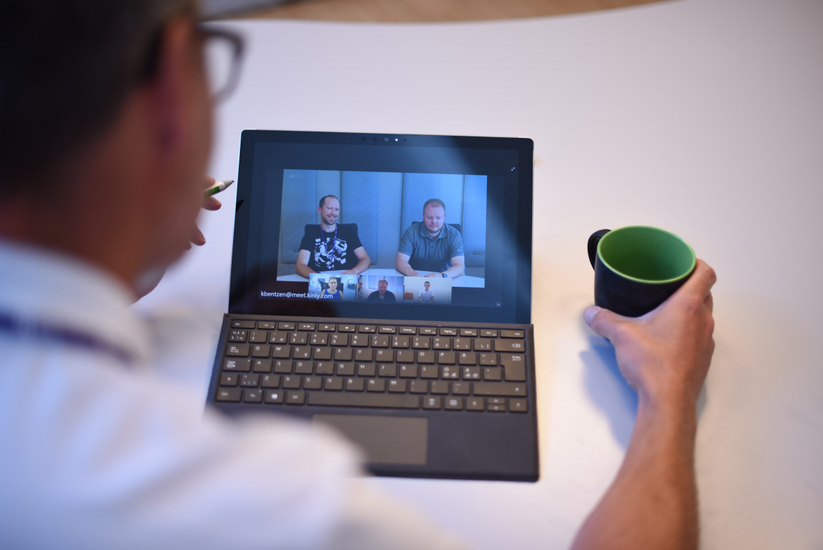 Combining the physical and virtual video conferencing experience