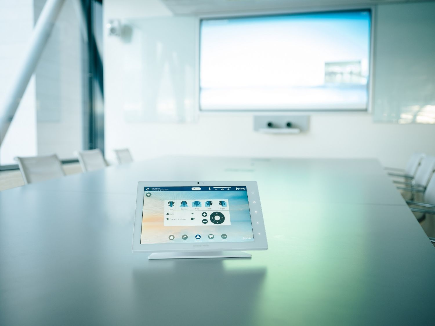 Reliable audio-visual solutions for your collaboration environments